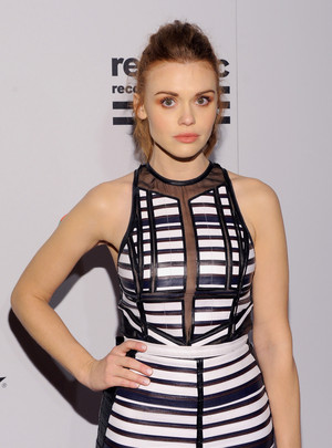 Holland Roden attends Warner موسیقی Group's annual Grammy celebration