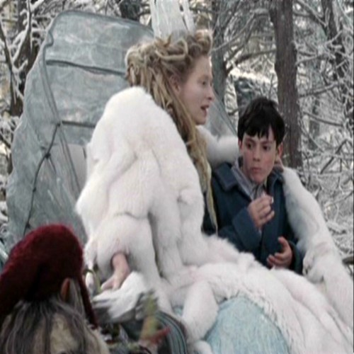 The Lion The Witch and the Wardrobe پیپر وال probably containing a فر, سمور کوٹ titled Jadis takes the rest of the Turkish Delight away from Edmund
