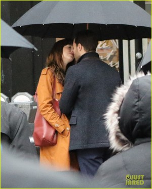 Jamie Dornan and Dakota Johnson halik on 'Fifty Shades Darker' Set! (Photos)
