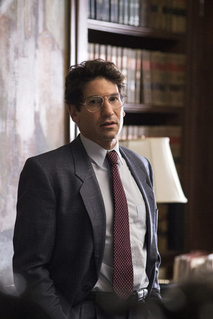 Jon Bernthal as Michael H. Sussman in tunjuk Me A Hero