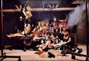KISS ~Hollywood, California…August 18, 1974 (Hotter Than Hell تصویر shoot outtake)