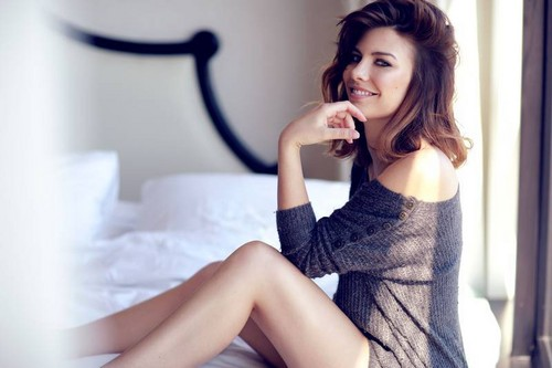 Lauren Cohan achtergrond containing a chemise entitled Lauren Cohan
