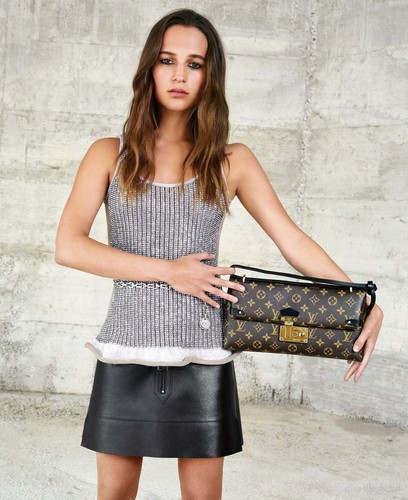 Alicia Vikander দেওয়ালপত্র possibly containing a sign and a hip boot called Louis Vuitton (Fall/Winter 2015 campaign)