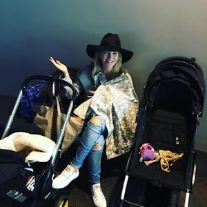 """Luisana Lopilato """"Acá en el parking reservado para mamás argentinas. Pica Elías!"""""""