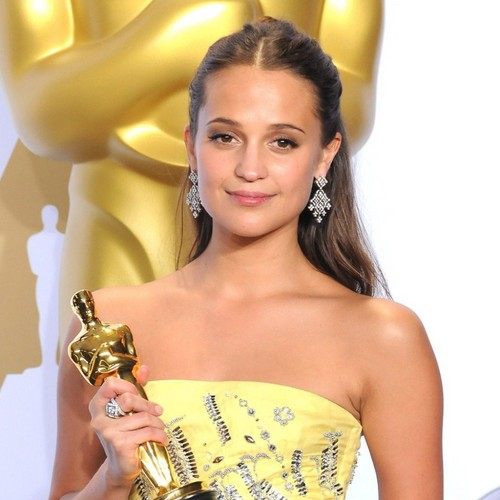 Alicia Vikander wallpaper possibly containing a portrait called Oscars 2016 Alicia Vikander best actress in a supporting role
