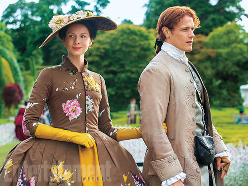 Чужестранка (2014, сериал) Обои containing a полонез entitled Outlander Season 2 Entertainment Weekly Exclusive Picture