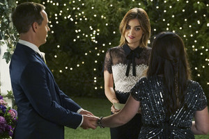 """PRETTY LITTLE LIARS – """"We've All Got Baggage"""""""