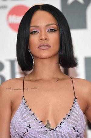 Rihanna, 2016 Brit Awards