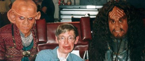 nyota Trek: Deep Space Nine karatasi la kupamba ukuta probably with a business suit titled Stephen Hawking on the DS9 set