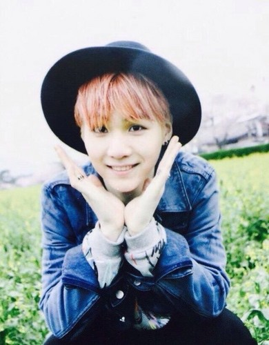 Suga (BTS) fondo de pantalla probably with a ski cap, an outerwear, and a bonnet called Suga♥