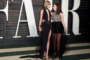 Taylor rapide, swift and Lorde attend the 2016 Vanity Fair Oscar Party