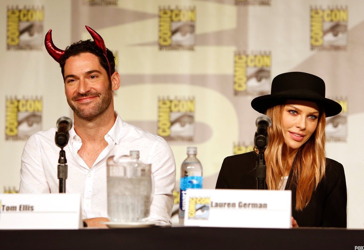 Tom-Ellis-and-Lauren-German-lucifer-fox-39338913-1219-840.jpg