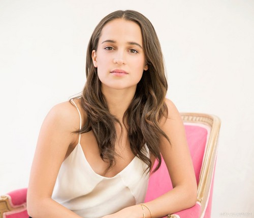 Alicia Vikander দেওয়ালপত্র with a portrait entitled USA Today 2015 photoshoot
