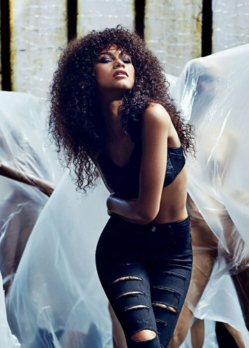 Zendaya Coleman wallpaper probably containing hosiery, tights, and a leotard called Zendaya
