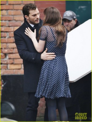 jamie dornan consoles dakota johnson on fifty shades darker set 21