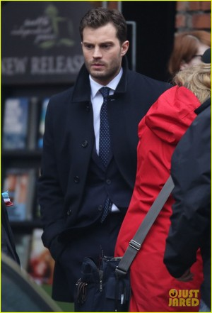 jamie dornan consoles dakota johnson on fifty shades darker set 27
