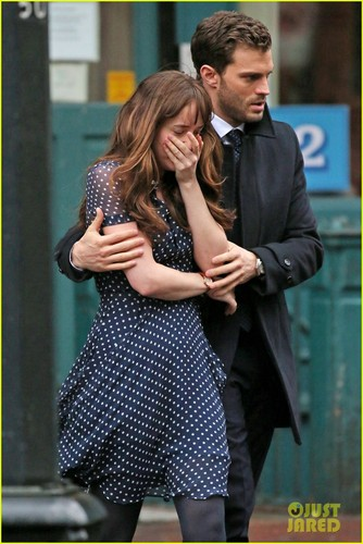 Fifty Shades of Grey Hintergrund containing a business suit entitled jamie dornan consoles dakota johnson on fifty shades darker set 32