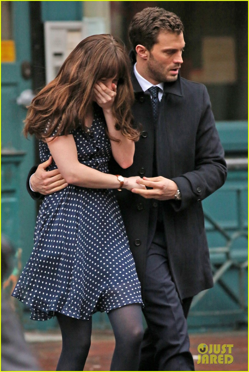 jamie dornan consoles dakota johnson on fifty shades darker set 34