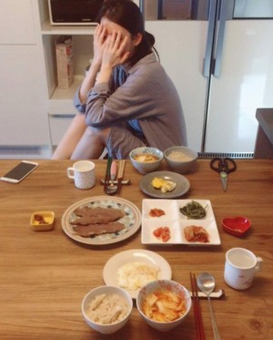 [TRANS] 160408 Sulli mentions IU on her Instagram IU prepared a meal for Sulli!