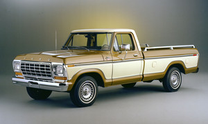 1979 Ford F 150 Ranger Lariat long 床, 床上