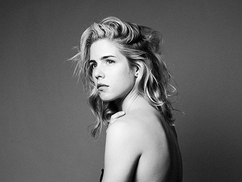 Emily Bett Rickards fond d'écran probably with skin and a portrait called 2016 Tyler Shields Photoshoot