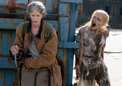 The Walking Dead karatasi la kupamba ukuta probably with a surcoat called 6x16 ~ Last siku on Earth ~ Carol