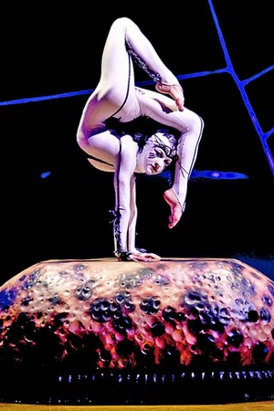 Cirque du soleil contortionist
