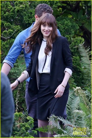 Dakota Johnson and Jamie Dornan Wear Wedding Rings on 'Fifty Shades' Set!