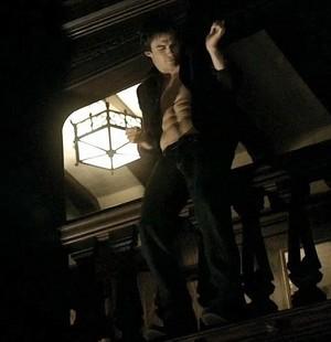 Damon dance abs