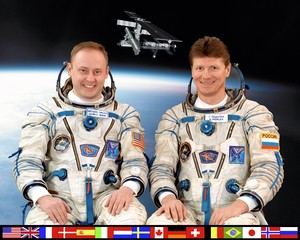 Expedition 9 Mission Crew