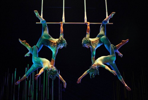 Cirque du Soleil wallpaper entitled Four person trapeze act
