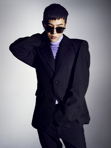 G-Dragon fond d'écran containing a business suit, a suit, and a well dressed person entitled G-Dragon for 'Nylon'