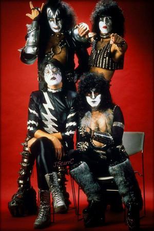 吻乐队(Kiss) ~Munich, West Germany…November 30, 1982 (Creatures of the Night promo tour)