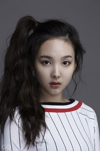 Twice (JYP Ent) achtergrond called Nayeon for GQ Korea