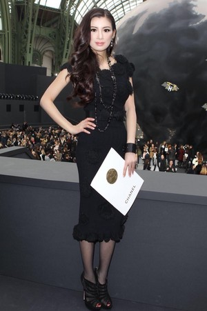 Rebecca Wang arrives at the Chanel 2013 Collection toon in Paris
