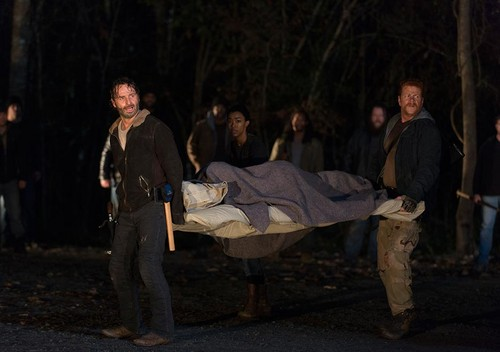 ウォーキング・デッド 壁紙 containing a barrow entitled 6x16 ~ Last 日 on Earth ~ Rick, Abraham, Sasha & Maggie