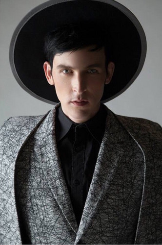 Robin Lord Taylor দেওয়ালপত্র possibly containing a fedora, a well dressed person, and a boater titled Robin Lord Taylor - XEX Magazine Photoshoot - 2015