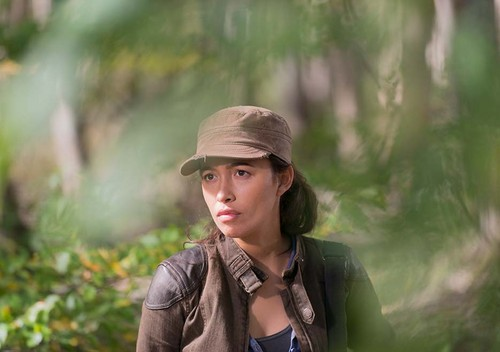 The Walking Dead karatasi la kupamba ukuta possibly with an outerwear entitled 6x15 ~ East ~ Rosita