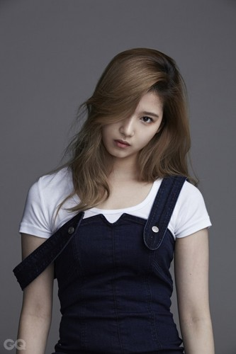 Twice (JYP Ent) 壁紙 titled Sana for GQ Korea