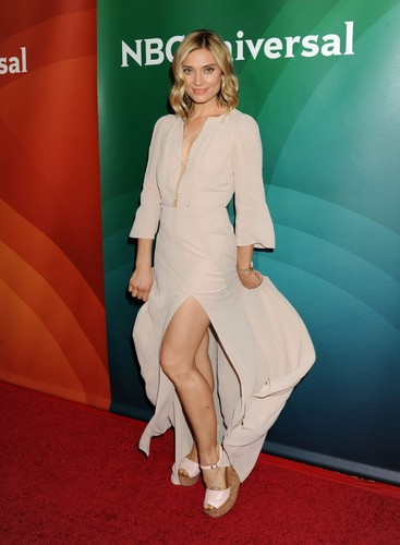 Spencer Grammer wallpaper with a well dressed person titled Spencer Grammer