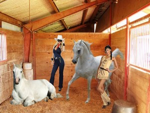 The Lone Rider in the stables with Desert Rose and her caballos