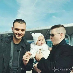 Theo and Adam with fan