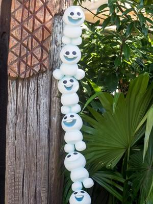 Tokyo Disney Resort Frozen Fantasy 2016 - Snowgies