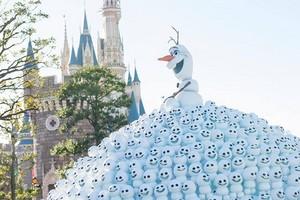 Tokyo Disney Resort - Olaf and Snowgies