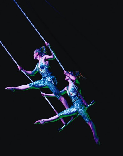 Cirque du Soleil 바탕화면 called Trapeze duet act