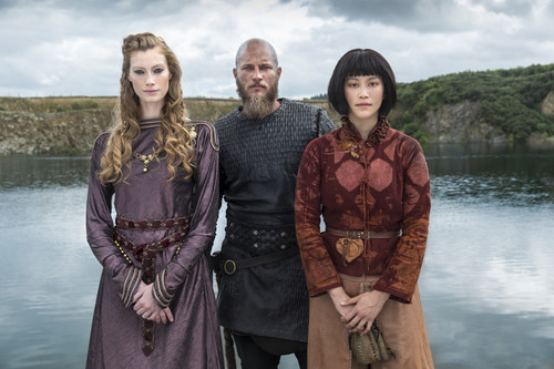 Vikings (TV Series) پیپر وال entitled Vikings Season 4 Aslaug, Ragnar Lothbrok and Yidu Official Picture