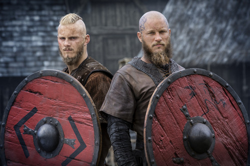 vikingos (serie de televisión) wallpaper containing a shield titled Vikings Season 4 Bjorn and Ragnar Lothbrok Official Picture