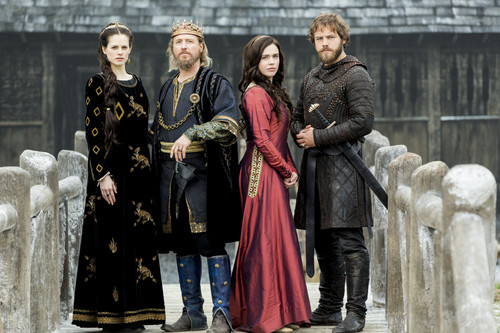 《维京传奇》(电视剧) 壁纸 titled Vikings Season 4 皇后乐队 Kwenthrith, King Ecbert, Judith and Aethelwulf Official Picture