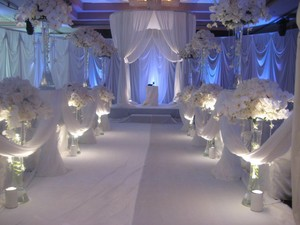 White (and blue) wedding aisle