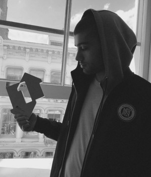 Zayn with his Official Number 1 Award